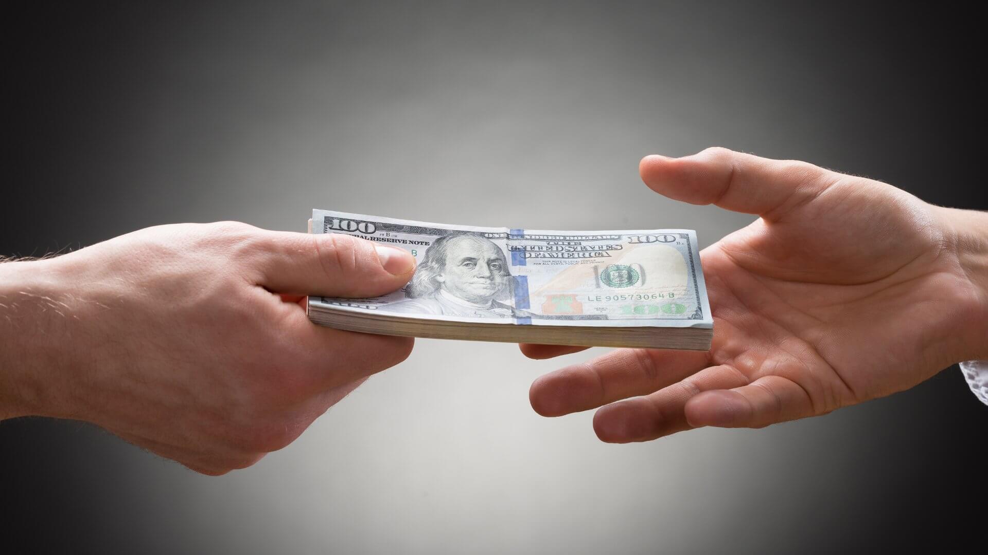 «Чи слід мені брати гроші в кредит, щоб купити крипту?» 5 питань, які варто при цьому розглянути